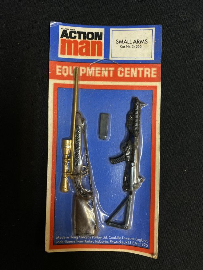 VINTAGE ACTION MAN - Equipment Centre - Small Arms Hunting Rifle & Sterling- Carded